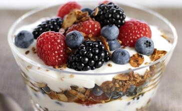 strawberry-black-berry-greek-yogurt-befitandfine