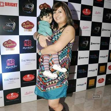 Juhi Parmar with her daughter - Postpartum Weight Loss