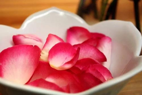 Rose Petals To Prevent Dry Chapped lips